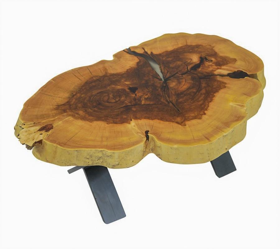 Couchtisch in Kastanie mit einer kleinen Maserknolle, Risse mit transparentem Epoxidharz ausgegossen, schwarzes Fußgestell in X-Form