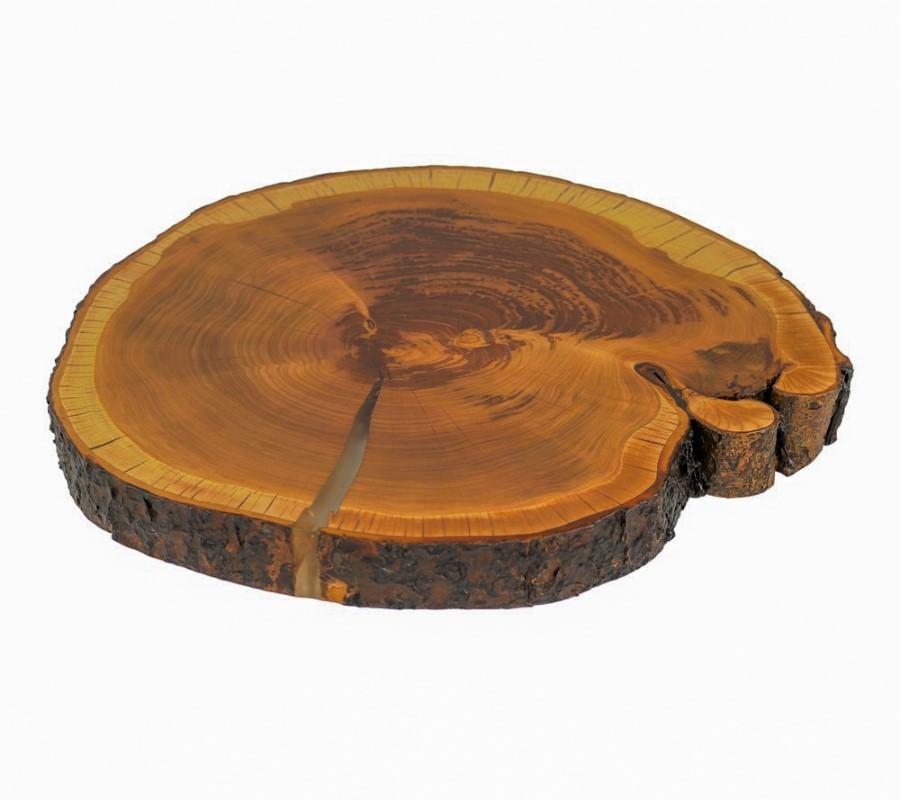 Tischplatte in Kirschbaum mit Rinde mit transparentem Epoxidharz und matt lackierter Oberfläche