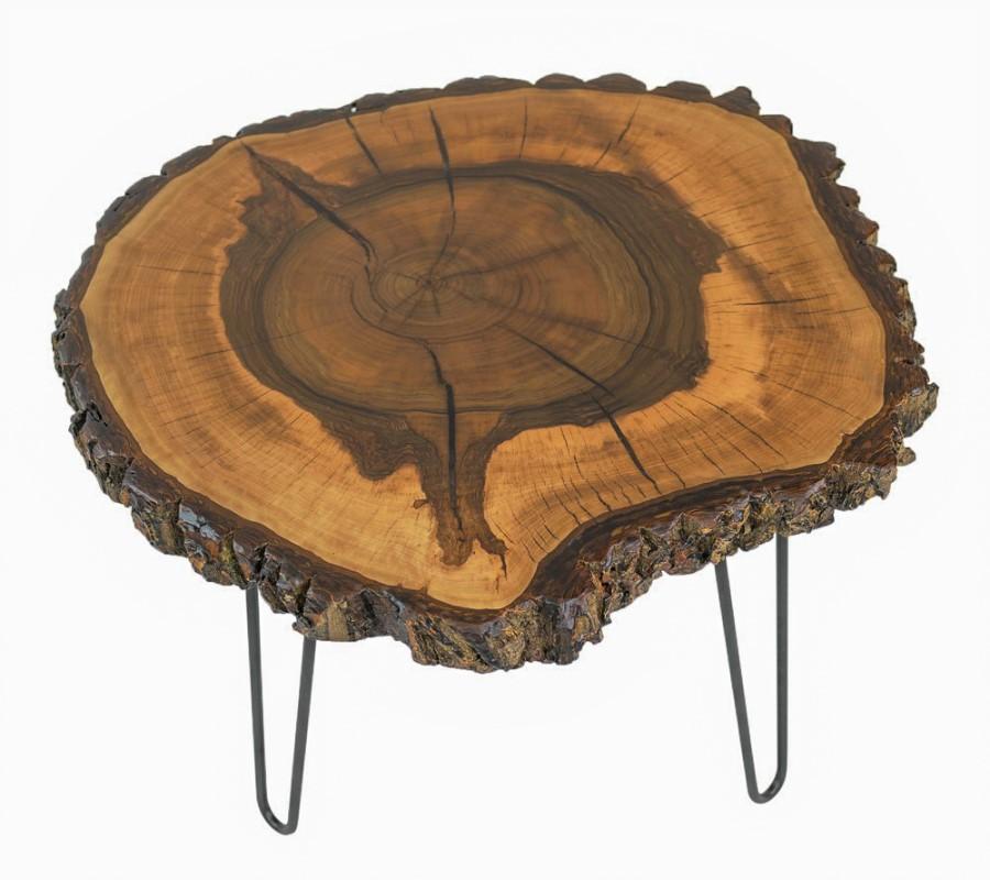 Couchtisch in Nussbaum mit Rinde, Risse transparent ausgeharzt und matt lackiert